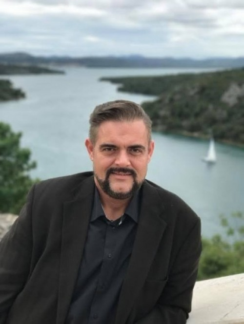 FEHÉRGYARMATON ROBBANNAK A HUMORBOMBÁK | OroszGyuri.hu